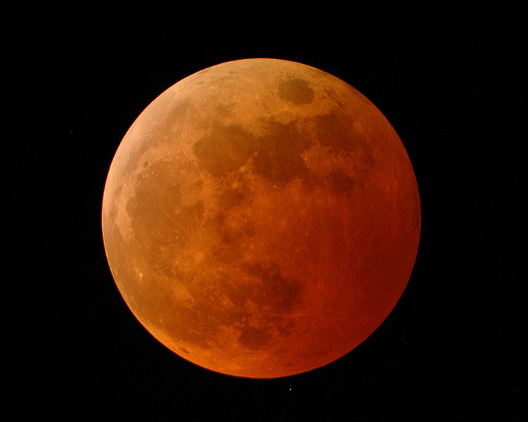 lunar eclipse reddish