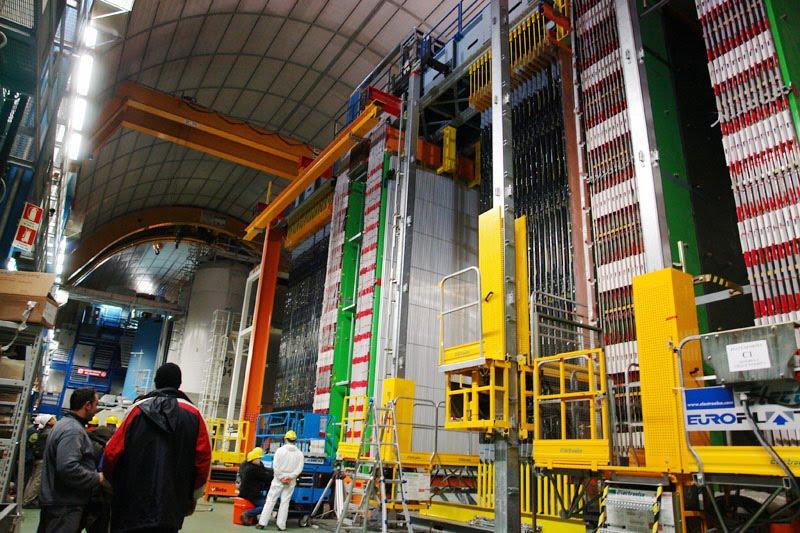 A Six-Sigma Signal Of Superluminal Neutrinos From Opera!