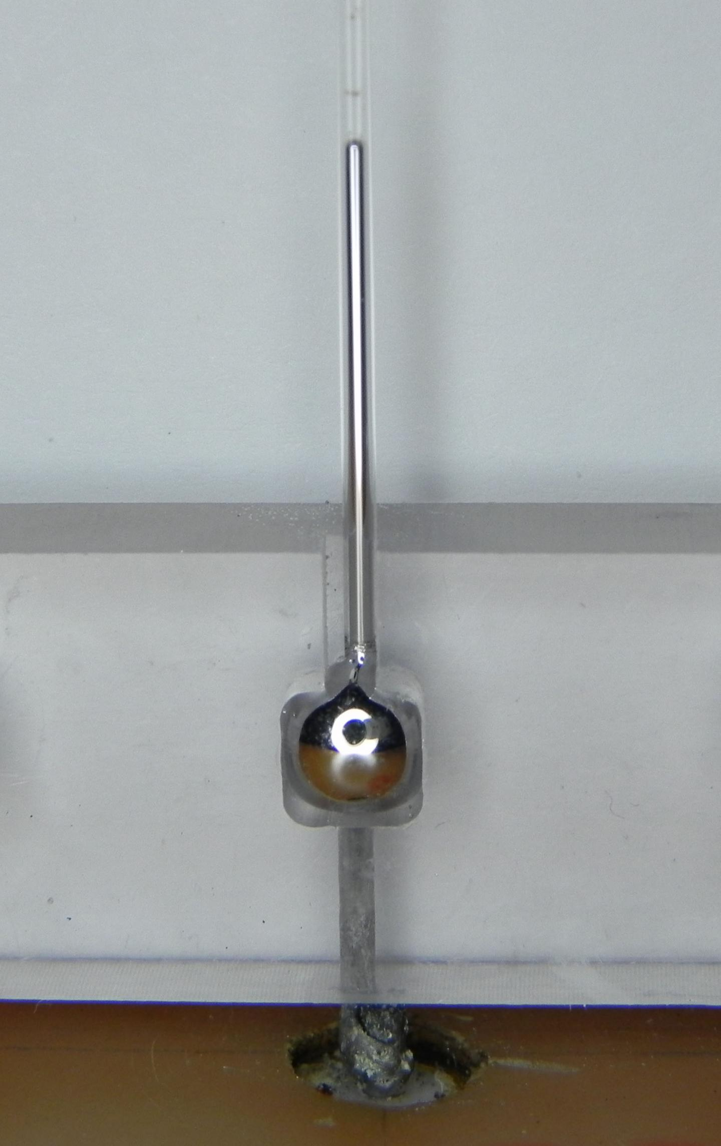 Tunable Liquid Metal Antenna Controlled By Voltage