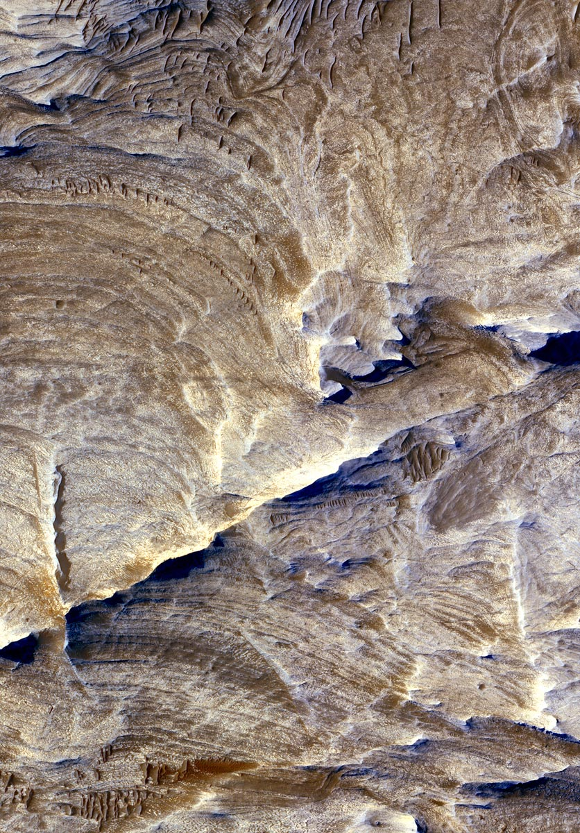 NASA Mars Orbiter Sees Effects Of Ancient Underground Fluids